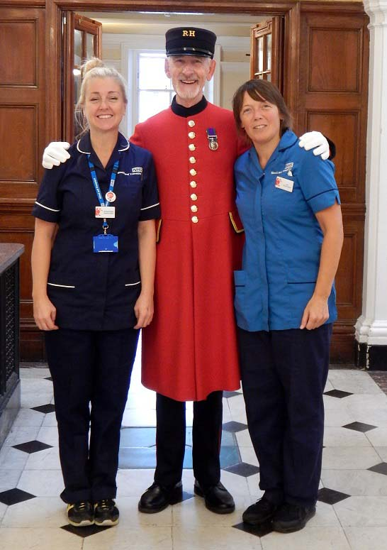 Chelsea Pensioner John Wiseman poses with Blood Donation nurses