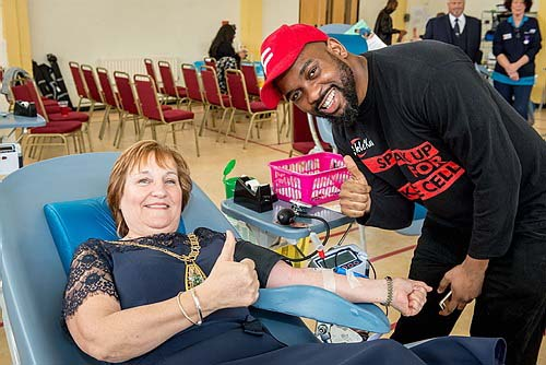 Bromley Mayor gives blood