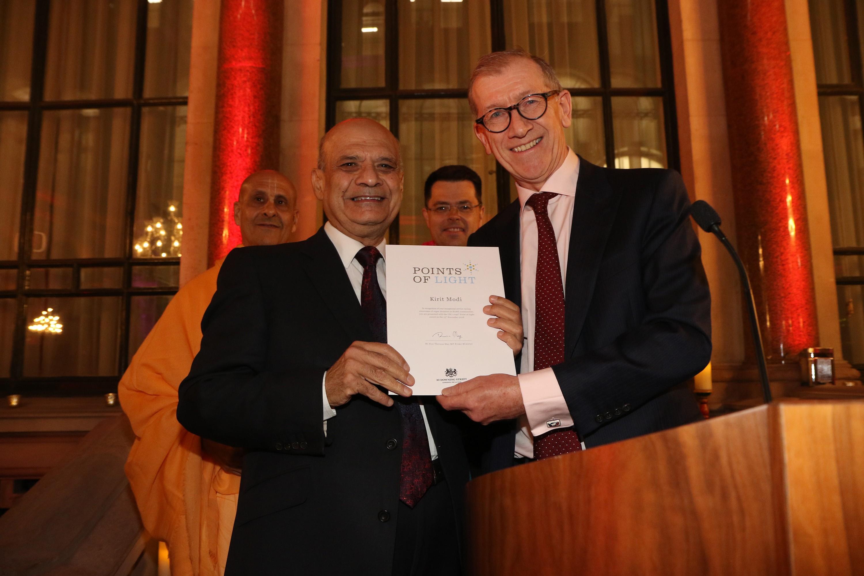 Kirit Modi receives his award from Philip May