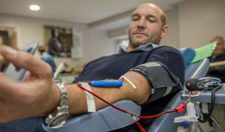 Ben Kay giving blood