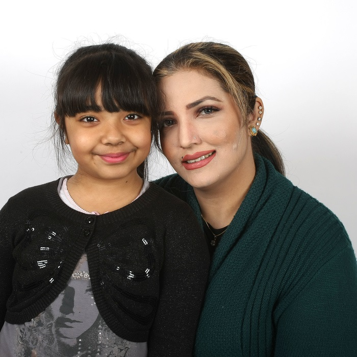 Kidney recipient Aliza with her mother