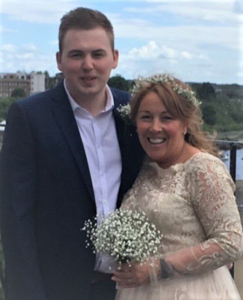 Heart donor Connor and his mum at a wedding